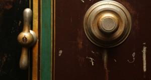 door-bell-498392_960_720